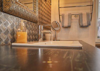 Waschbecken im Badezimmer der Ferienwohnung Stephanides in Lemgo