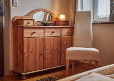 Kommode im Schlafzimmer der Ferienwohnung Stephanides in Lemgo